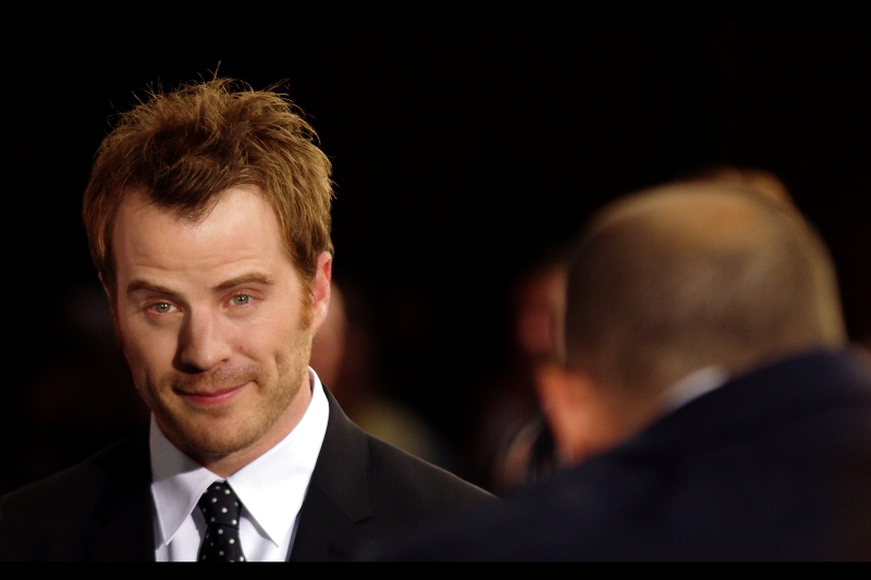 It seems Robert Kazinsky has just offered me a really good deal on a slightly used Vauxhall Astra.