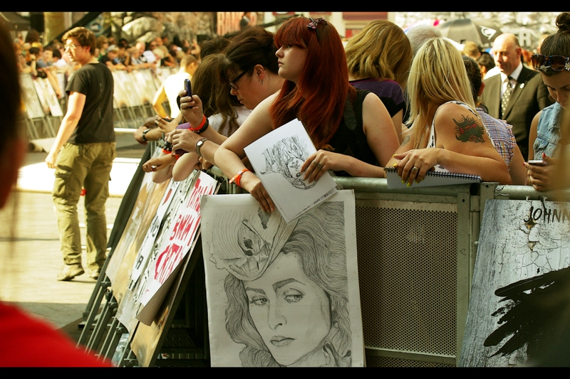 Sadly for the lady with the giant sketch, Helena Bonham Carter was not to attend. But Johnny Depp did sign the Jack Sparrow sketch this lady is holding (future woohoo!)