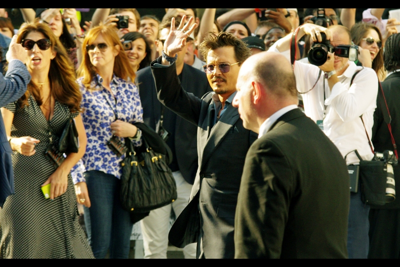 """Hello, ordinary people. I'll be back later to sign autographs""  Johnny Depp did not say. Actually, he did say he'd come back to sign, and unlike others he actually meant it (good news, Turkish fans (?) of Johnny Depp(?)"