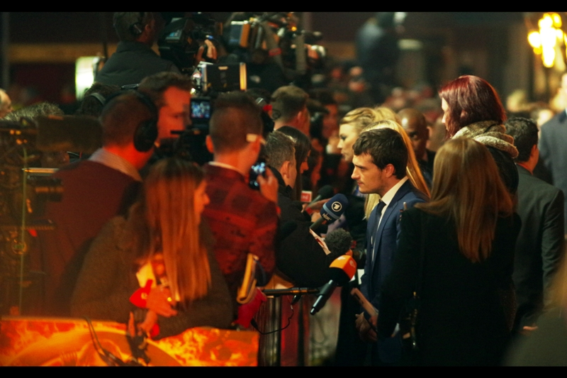 Peeta Mellark is briefly Not Obscured in front of me for me to take a side-on shot.
