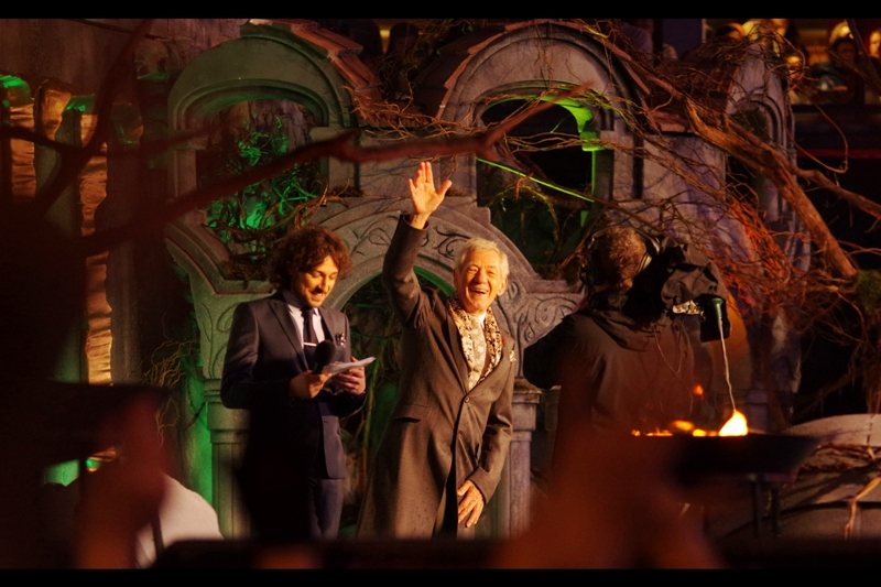 It's Gandalf!! Ian McKellen is by far the best dressed man on stage so far . Alex Zane looks miffed.