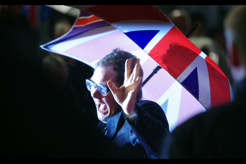 It's started raining (again) and this is comedian Alan Carr, making light of it. Fortunately, my camera is water resistant. (my lens, however, is not)