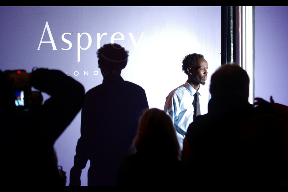 Fortunately Barkhad Abdi was at yesterday's Asprey Party as well, as otherwise he would also have slipped by me on the Red Carpet. I'm pleased I seemed to get both him and his shadow casting separate poses in this shot, somehow!