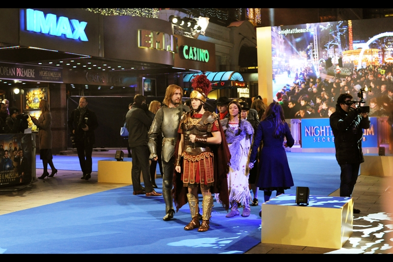 The reason for the numerous short plinths set up on the Blue Carpet becomes clear about ten minutes before we get underway : models mimicking each of the main characters will be standing on them, and almost certainly in no way impede my ability to photograph people. Argh.