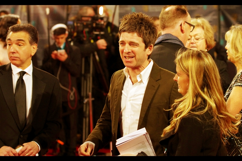 Noel Gallagher was once in the band Oasis, but after they split he started that band whose name escapes me. Or maybe that was his brother, and Noel started the OTHER band whose name it is that ALSO escapes me. Still... he's on a Bafta red carpet, and presumably he was invited