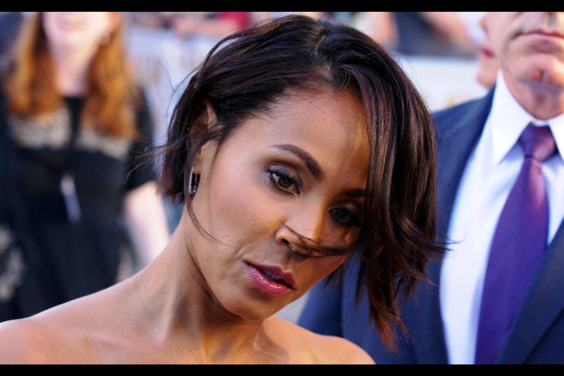 """I'm NOT Zoe Saldana, people!! But, yes, I'll sign your frikkin Avatar and Star Trek DVDs..."""