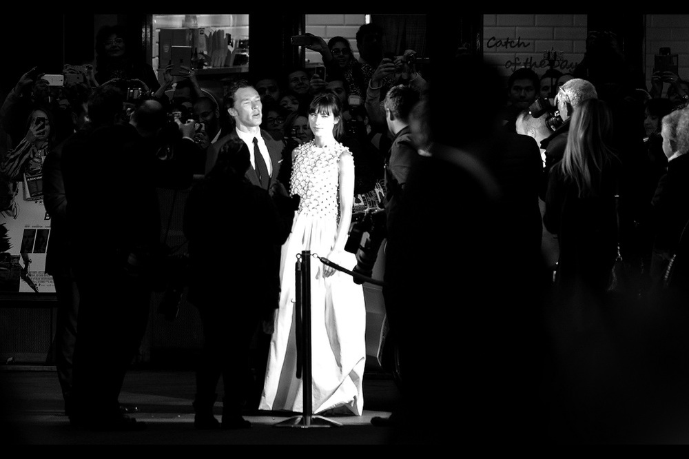 Before going off to sign autographs in the less civilised parts of the crowd inhabited by newts, fungii and autograph dealers, Benedict Cumberbatch and wife Sophie Hunter pose for a barrage of camera flashes.