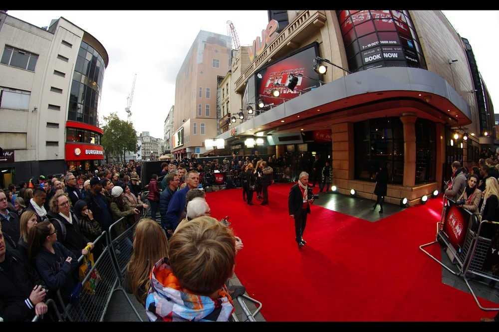 I've just arrived to find we're about 20mins from the start of a fully-specced premiere, perfectly formed... complete with paparazzi already in position! And in contravention of all logic, I've managed to get into a public pen IN THE FRONT ROW. Recall : I arrived 11hrs before the start of the 'Black Mass' premiere on Sunday and got wristband #55... and now I'm here 1/3 of an hour and I've got front row!