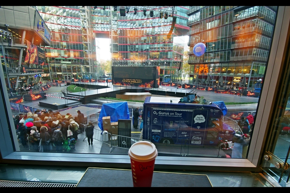 Apparently both in theory and in practice this is a legitimate place to watch the premiere : the second floor of the Starbucks in the Sony Center. However firstly I don't relish spending the next (checks watch) 10 hours in this chair; and secondly I'd guess that the interior lights would reflect off the windows a bit too much and affect my photography. Plus likelihood of autographs would be minimal, unless Jennifer Lawrence also feels like a mocha or something before getting onstage.