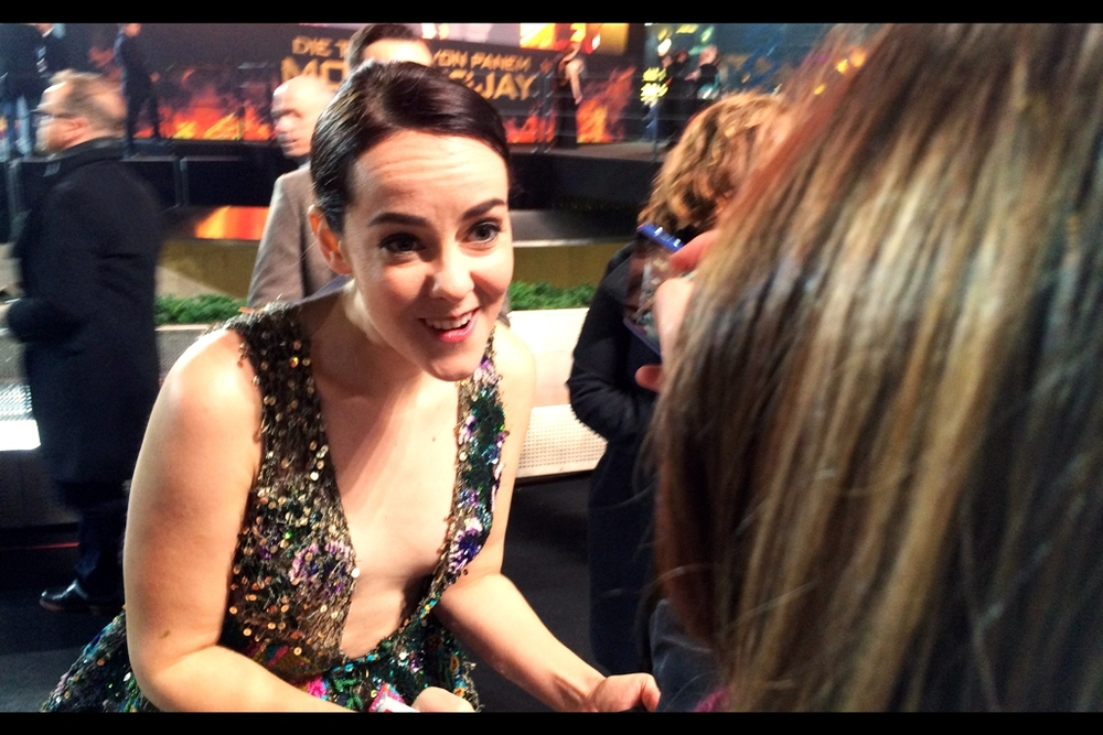 Not the world's best photograph of Jena Malone, I'll admit. However it does bring the total number of cameras I've used at this premiere to FOUR. Only two of which I've been able to reliably access at any given time, mind you. And one of them took about 95% of all the photos.