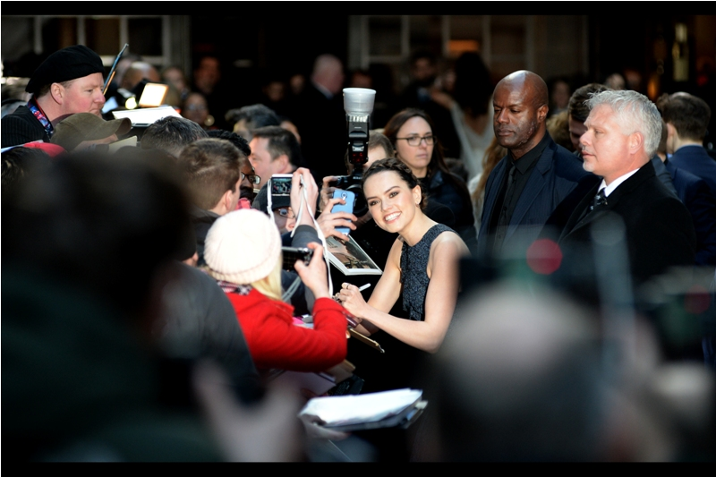 Even more amazingly, much of the Paparazzi cordon fails to realise Daisy Ridley has turned around while signing autographs. At this distance I'm not able to outline even a small percentage of my issues with The Force Awakens in a way she could hear... but I can rattle off a few frames on my camera.
