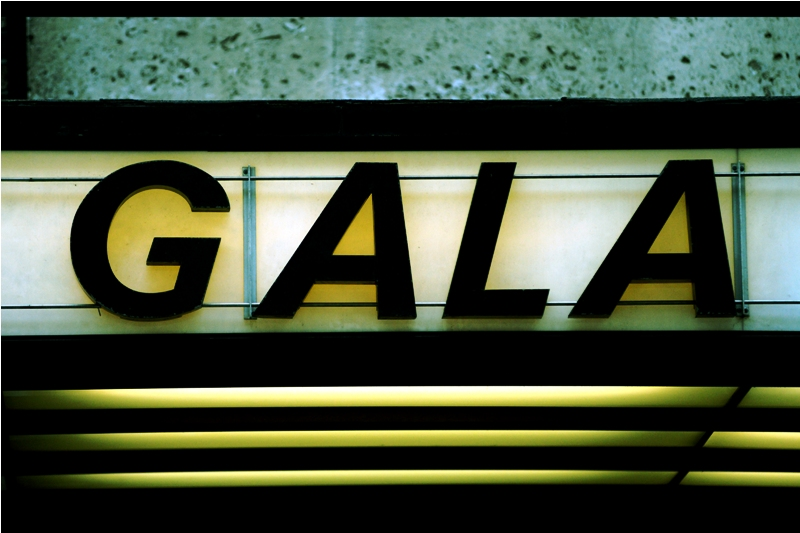 """The word """"Gala"""" can strike fear into the heart of anyone wanting to photograph a premiere... because a gala offers no guarantee that ANYONE from the movie in question will show up. This may explain the lack of dealers..."""