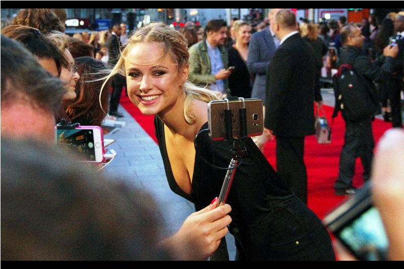 Although the precise nature of her (supposed) fame still eludes me, Mo's girlfriend (and frequent premiere attendee) Kimberley Garner was also at this premiere. Mo doesn't go to premieres much anymore, though...