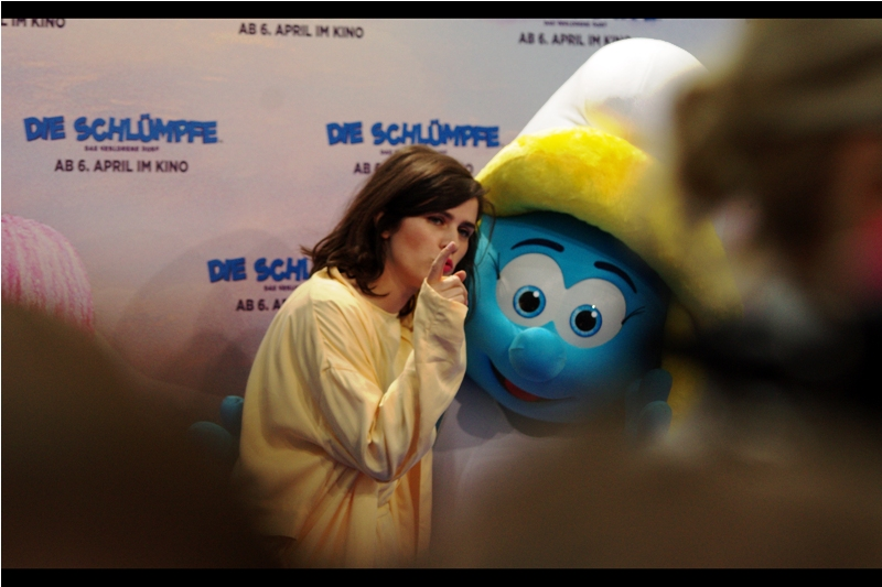 "<translated from the German> ""Now I know you only really date blue guys, but it's the 21st Century and that kind of racism just doesn't fly any more, Smurfette...especially with me doing your voice now."""