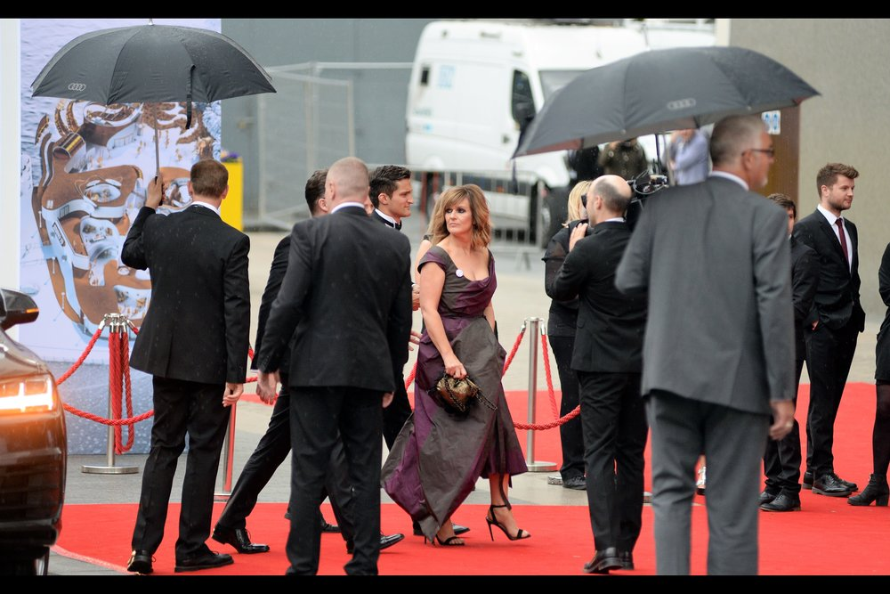 """I don't need no stinkin' umbrella"". I don't know who Siobhan Finneran is (but thanks, wireimage.com, for your useful image identification), but she doesn't need your stinkin' umbrella. (edited to add : she's part of the TV series ""Happy Valley"" which won Best Drama on the night)"