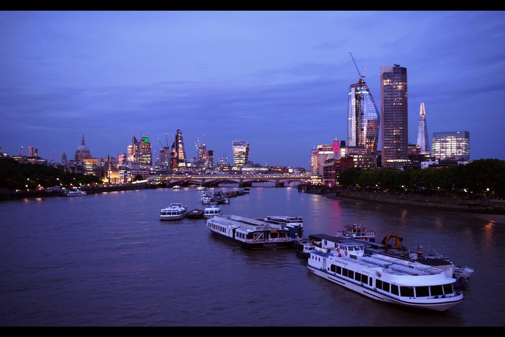 Check it out... London is quite pretty this time of night at this time of year. I mean.. uh...  Check Ma Cittee, yeah? She be fyne 2Nyte