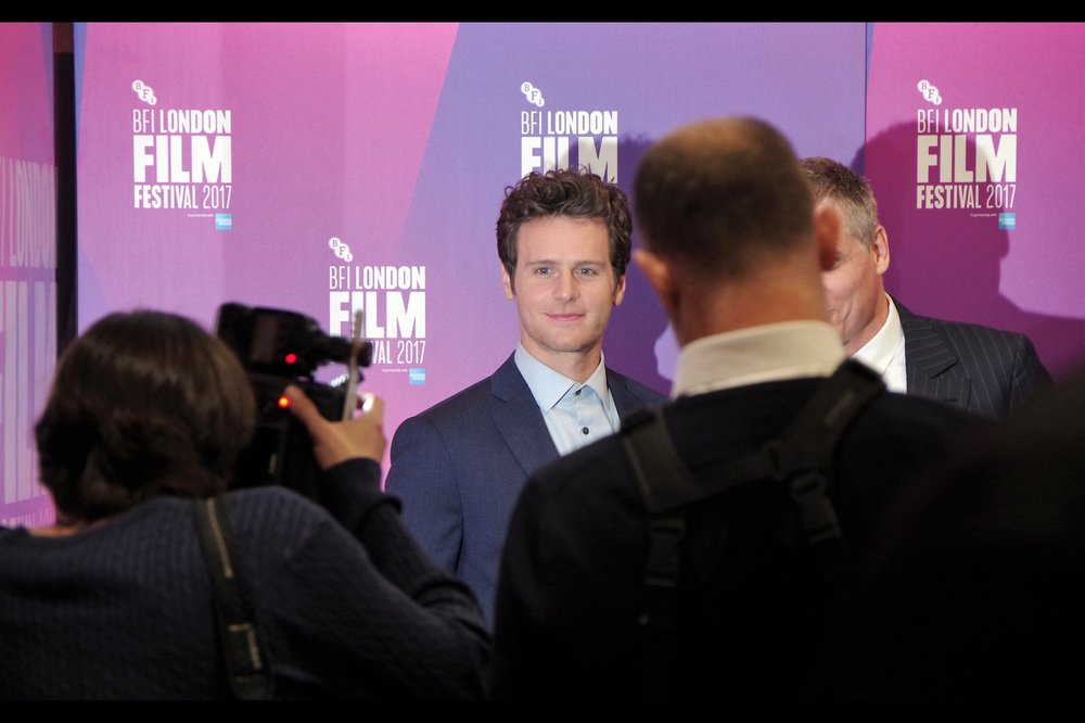 "Jonathan Groff - kind of hilariously the three people at the very front of the public pen had no knowledge of who David Fincher was or what he looked like and didn't care, because Their Man Jonathan Groff is in the musical ""Hamilton"", was in the TV series ""Glee"" and was the voice of ""Kristoff"" in Disney's ""Frozen"""