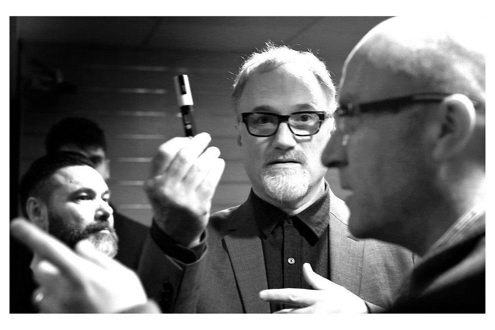 Fingers are pointing, pens are being held and it seems I am still sharing an ongoing moment with David Fincher! Nothing makes sense, but it's kind of awesome nonetheless,