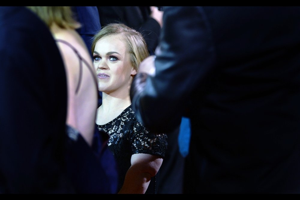 "I do recognise who this is : she was a 2012 (and possibly 2016) Paralympian - I photographed her at the premiere of ""Skyfall"" all those years ago.  (edited to add Ellie Simmonds)"