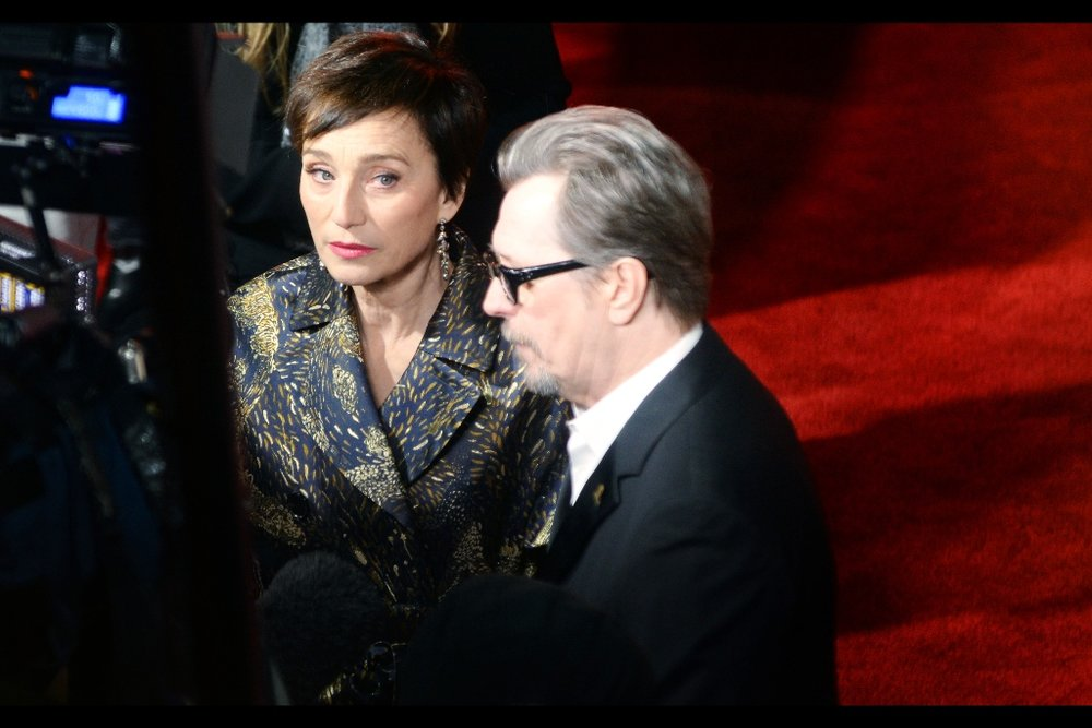 Gary Oldman in side-profile. I'm fairly certain he has eyes. I just can't tell for sure.