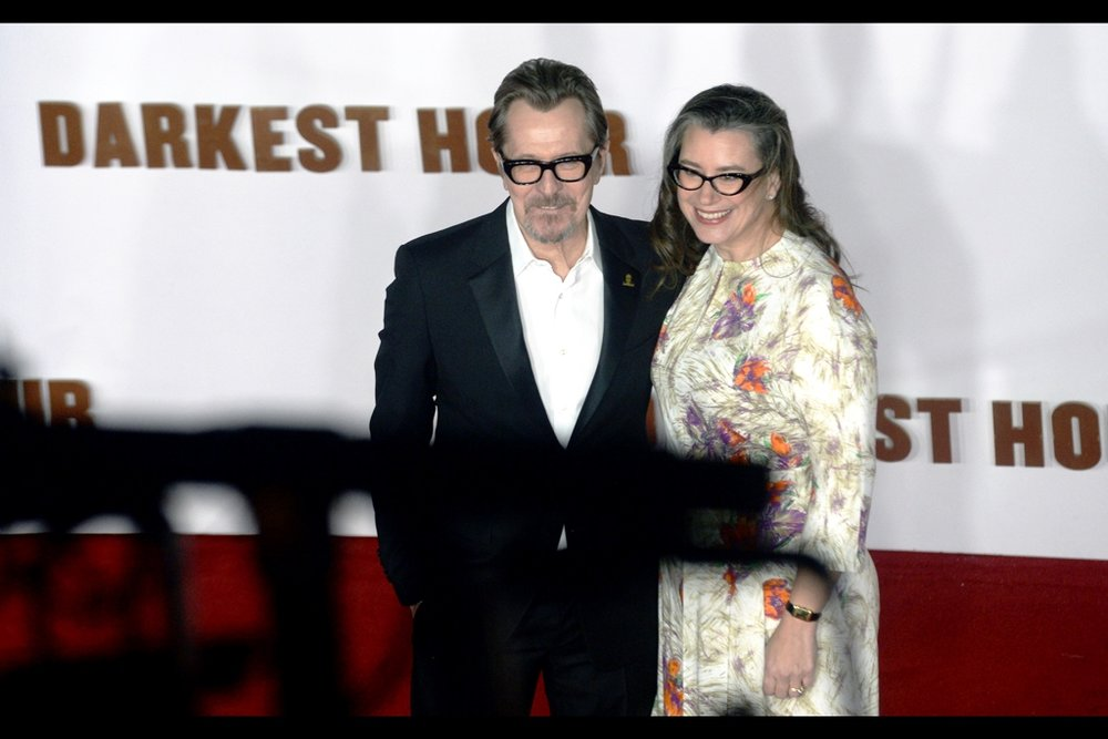 Gary Oldman and Gisele Schmidt... and here's the big problem with my comfortable, warm and interesting vantagepoint : I never considered that the angle I'd be shooting at would be the precise angle that also ensures EVERY photo of Gary Oldman has his eyes blocked by the thick black rims of his glasses.