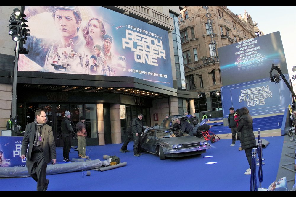 They brought a DeLorean to the blue carpet!! That alone should stop me thinking about how I can't feel many of my toes and fingers and there's only <checks> about 150 minutes til the premiere is set to start.