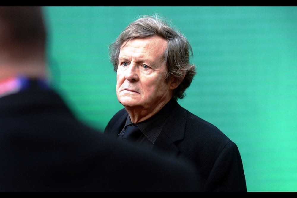 """So… where do I get one of those out-of-focus lanyards? What do I need to do to get one? How out-of-focus can it be?""  You can possibly trade an Oscar for one, but David Hare presently ('only') has two nominations to his name, one for 'The Reader' and one for 'The Hours'"