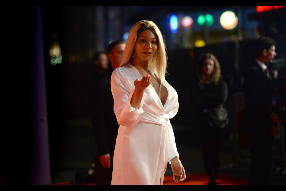 Our first arrival does not come by car, and appears to not actually be in this movie. But the 90%-male paparazzi cordon seem amenable to photographing her. Is it a #TimesUp moment, or a #HoldOnLadyYouWoreThatAndCameToThePapsNotTheOtherWayAround moment?
