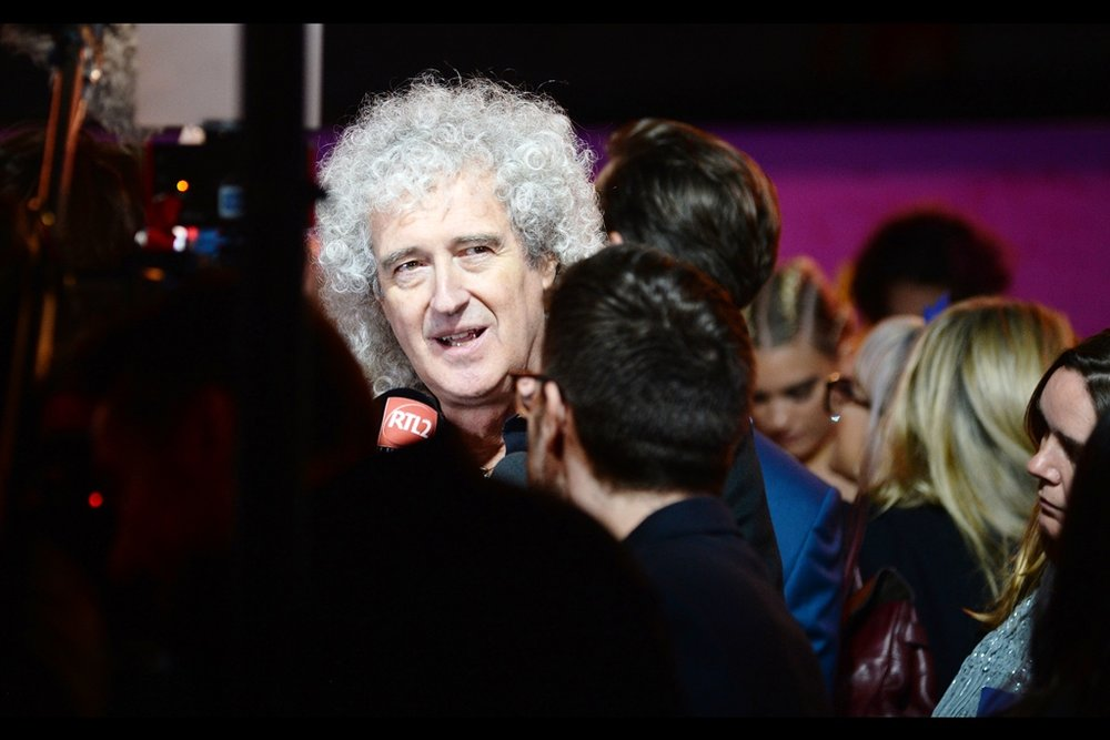 This premiere's other Queen bandmember in attendance is Brian May, who has been wearing Brian May's Amazing Hair with considerable aplomb for some time now. I last photographed him wearing the same hair at    this year's Olivier Awards, I think.