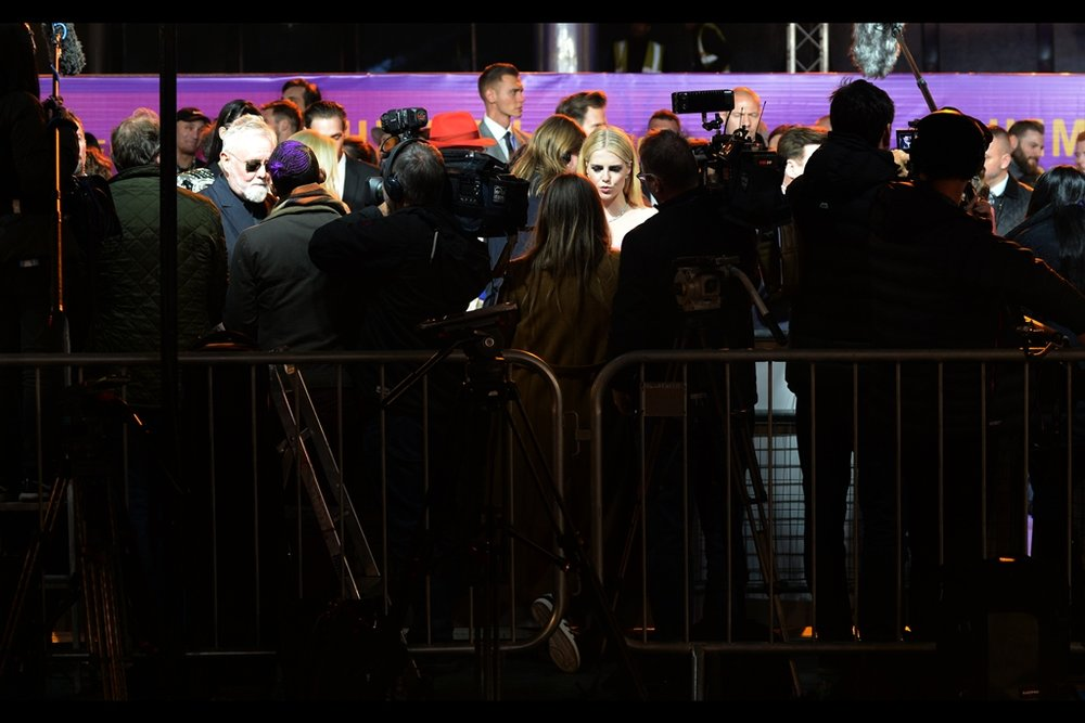 Shooting through the media ain't as easy at this premiere as I'd hoped. And at the 'leading' edge of the pen where I once stood, it quickly got three-deep with people holding up mobile phones that I couldn't shoot past, or through.