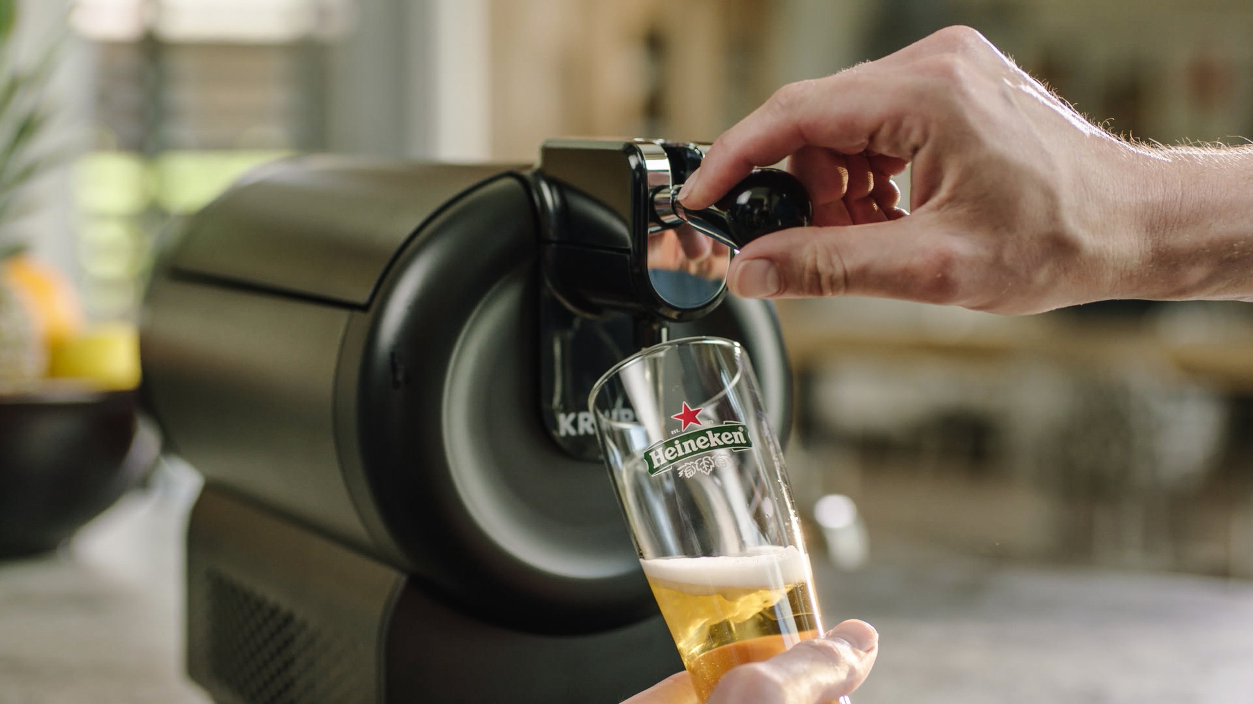 Hoe creëer en produceer je op een social savvy manier de introductiecampagne van de nieuwste thuistap van Heineken?