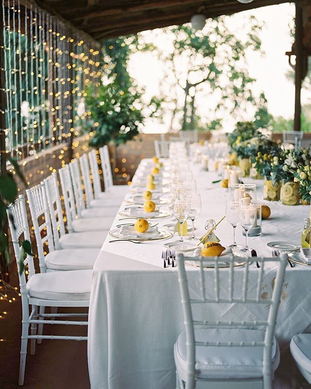 Dreamy toptable vibes 🍋 @il_faro_wedding #wedding #capovaticano #destinationwedding #fineartwedding #italianwedding #italia #calabria #happy #bride #groom #lemons #toptable #celebrate #beautiful 📷 by the uber talented @so.sergio