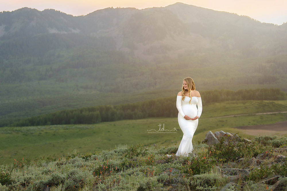 Utah Maternity Photographer | Sew Trendy Gown Collection | Mountain Maternity #TwylaDawnPhotography