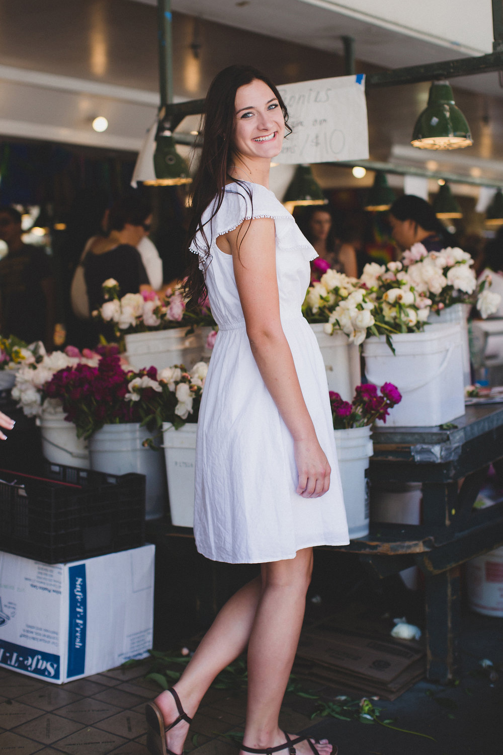 Tri Cities Senior Photographer_Seattle Senior session_Downtown Seattle_Aysha_White dress 19 Pikes place market peonies