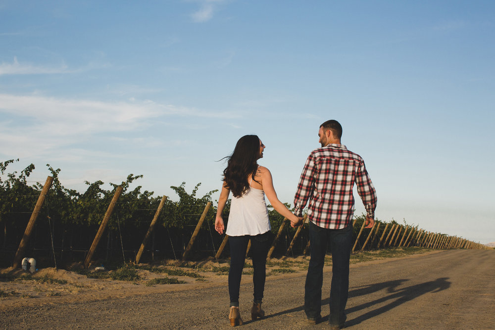 Tri Cities sunset engagement session_desert engagement_Vineyard engagement_Jordyn and Drew_Jordan Edens Photography_JEP_Grape vines_14