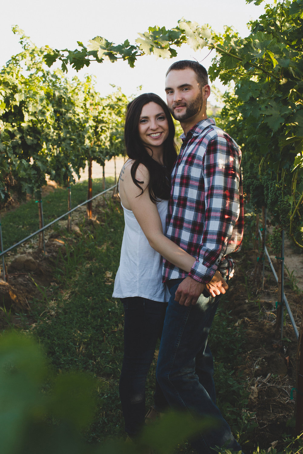 Tri Cities sunset engagement session_desert engagement_Vineyard engagement_Jordyn and Drew_Jordan Edens Photography_JEP_Grape vines_12