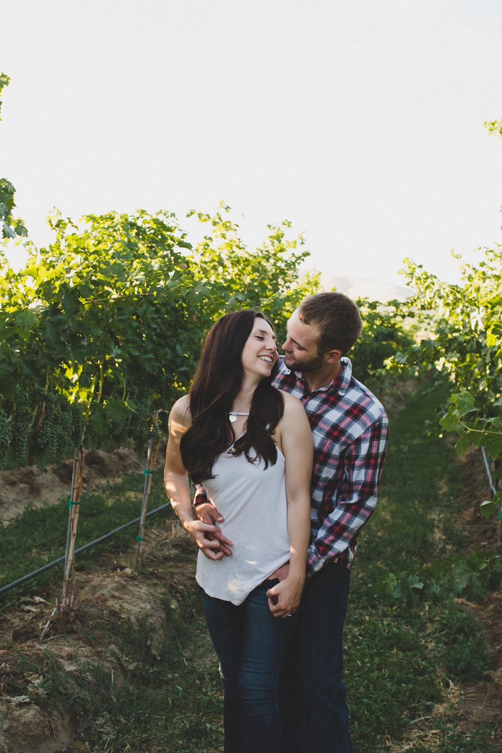 Tri Cities sunset engagement session_desert engagement_Vineyard engagement_Jordyn and Drew_Jordan Edens Photography_JEP_Grape vines_13