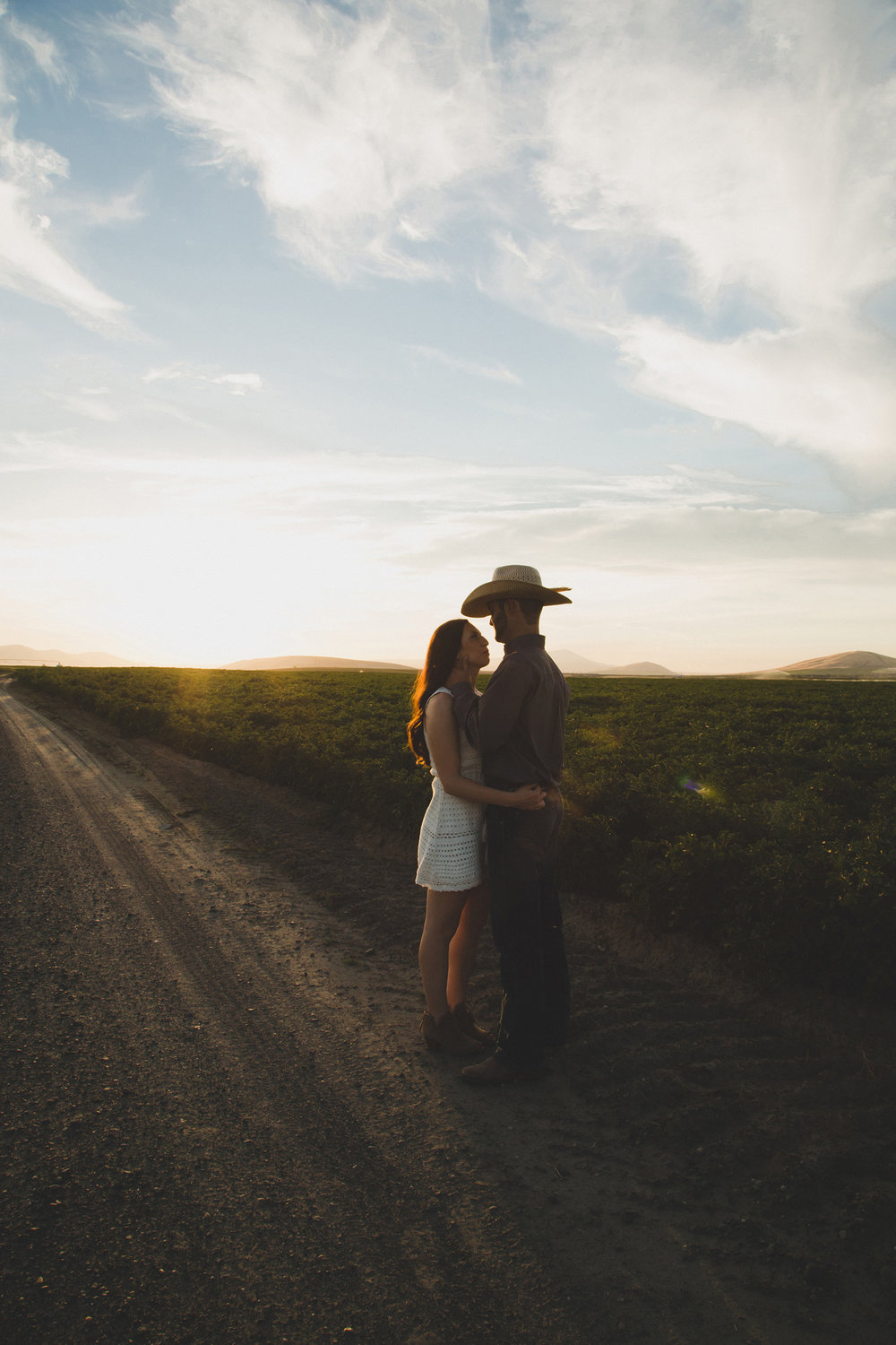 Tri Cities sunset engagement session_desert engagement_Vineyard engagement_Jordyn and Drew_Jordan Edens Photography_JEP_potato field_desert_mountains_badger mountain_fields_5
