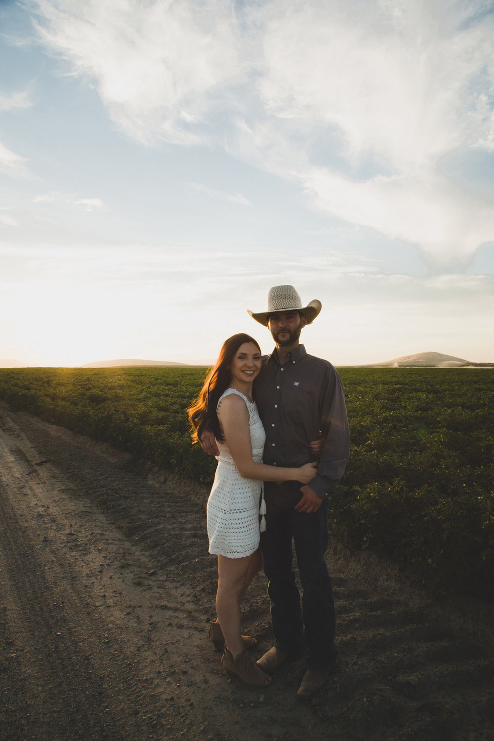 Tri Cities sunset engagement session_desert engagement_Vineyard engagement_Jordyn and Drew_Jordan Edens Photography_JEP_potato field_desert_mountains_badger mountain_fields_6