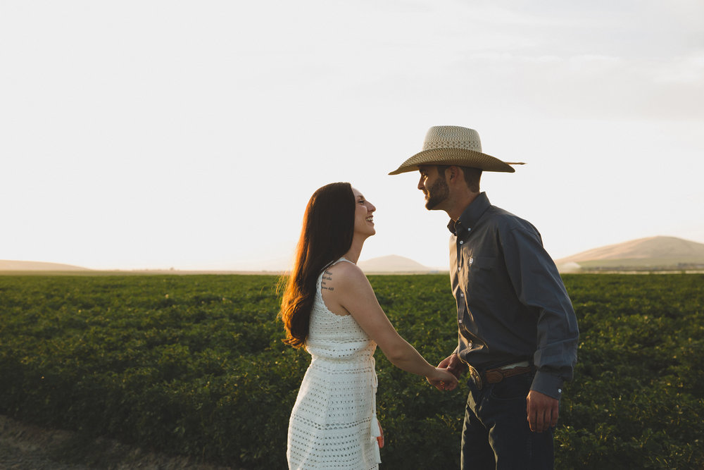 Tri Cities sunset engagement session_desert engagement_Vineyard engagement_Jordyn and Drew_Jordan Edens Photography_JEP_potato field_desert_mountains_badger mountain_fields_dirt road_3