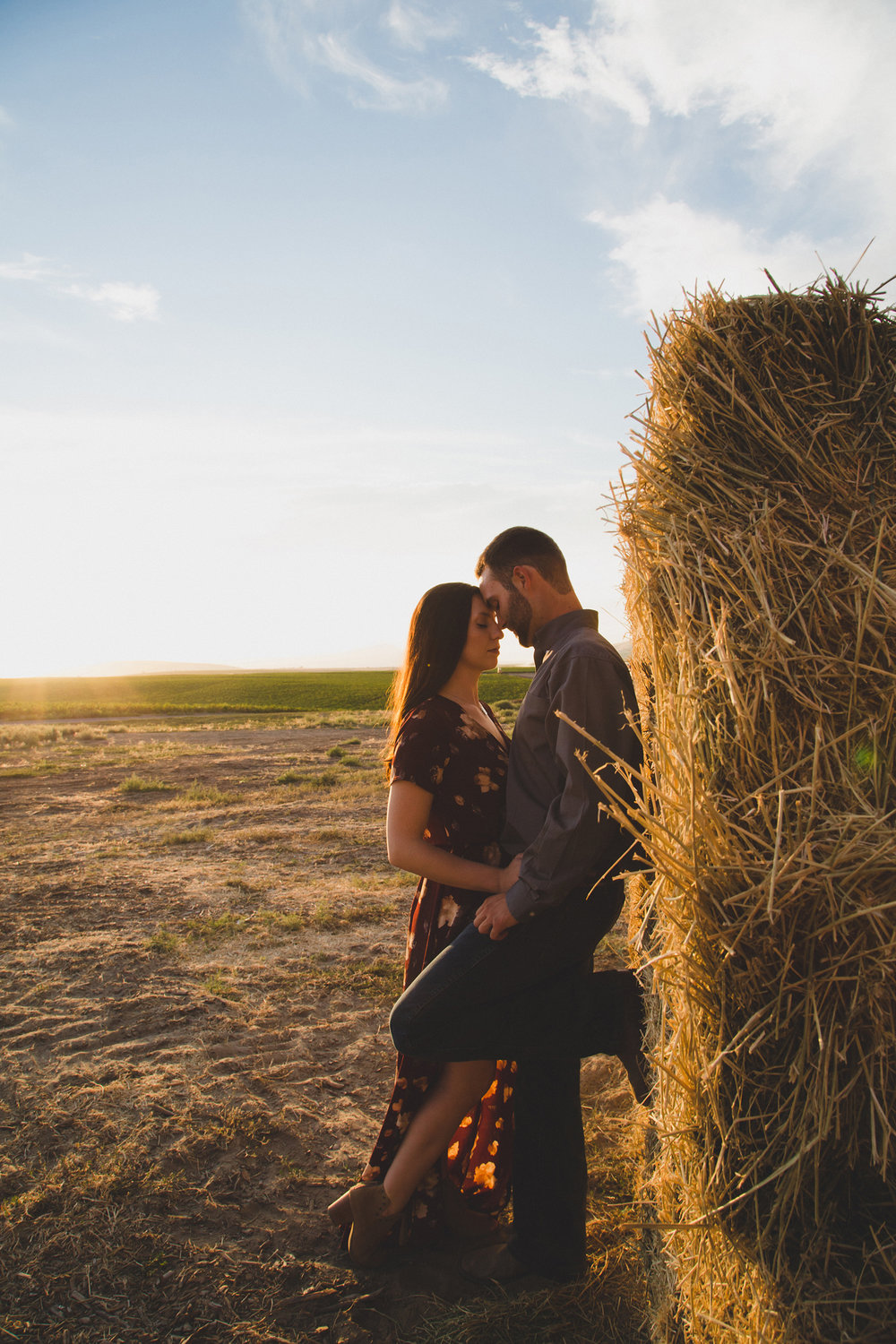 Tri Cities sunset engagement session_desert engagement_Vineyard engagement_Jordyn and Drew_Jordan Edens Photography_JEP_potato field_desert_mountains_badger mountain_fields_dirt road_hay bales_1
