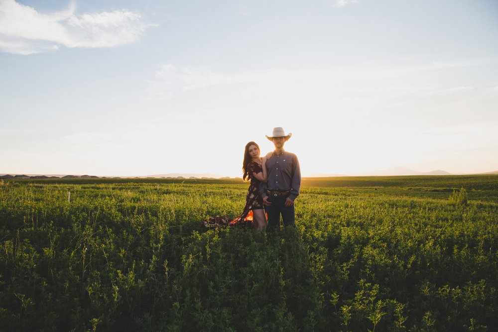 Tri Cities sunset engagement session_desert engagement_Vineyard engagement_Jordyn and Drew_Jordan Edens Photography_JEP_potato field_desert_mountains_badger mountain_fields_1