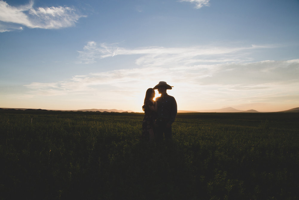 Tri Cities sunset engagement session_desert engagement_Vineyard engagement_Jordyn and Drew_Jordan Edens Photography_JEP_potato field_desert_mountains_badger mountain_fields_2