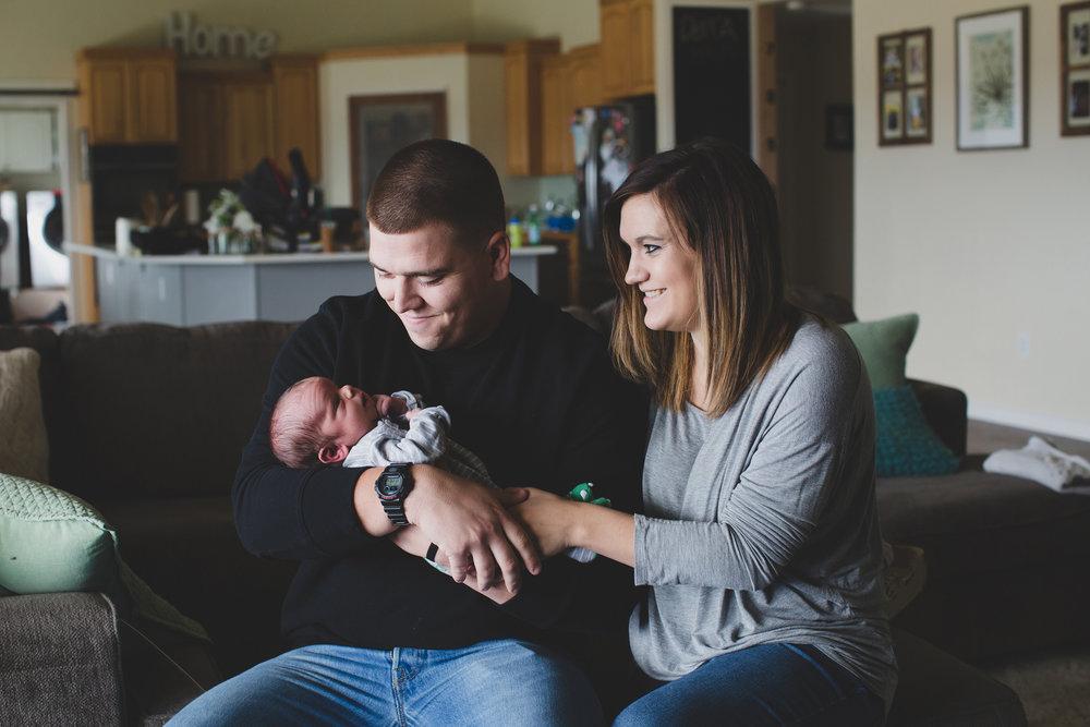 Jordan Edens Photography_Tri Cities Washington Photographer_Lifestyle newborn_Newborn family session_In home family session_Baby session_9