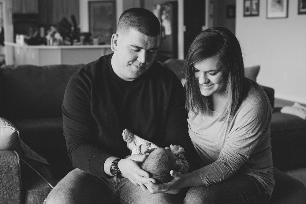 Jordan Edens Photography_Tri Cities Washington Photographer_Lifestyle newborn_Newborn family session_In home family session_Baby session_11