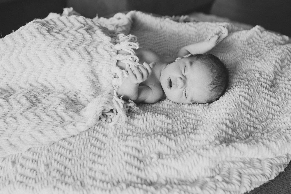 Jordan Edens Photography_Tri Cities Washington Photographer_Lifestyle newborn_Newborn family session_In home family session_Baby session_16