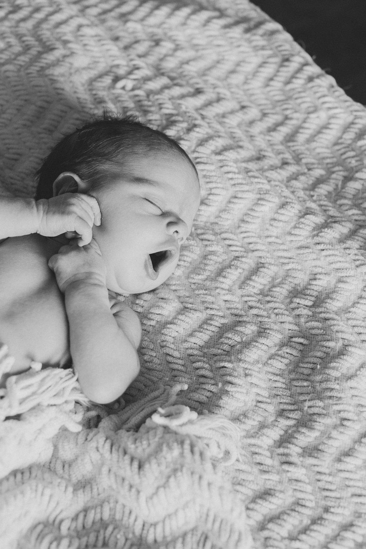 Jordan Edens Photography_Tri Cities Washington Photographer_Lifestyle newborn_Newborn family session_In home family session_Baby session_17