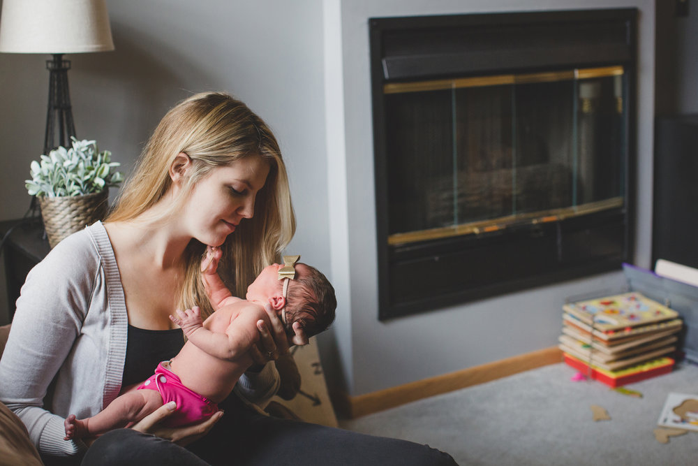 Tri Cities Washington lifestyle family photographer_Jordan Edens Photography_In home newborn session_newborn baby_lifestyle newborn session_family session_2