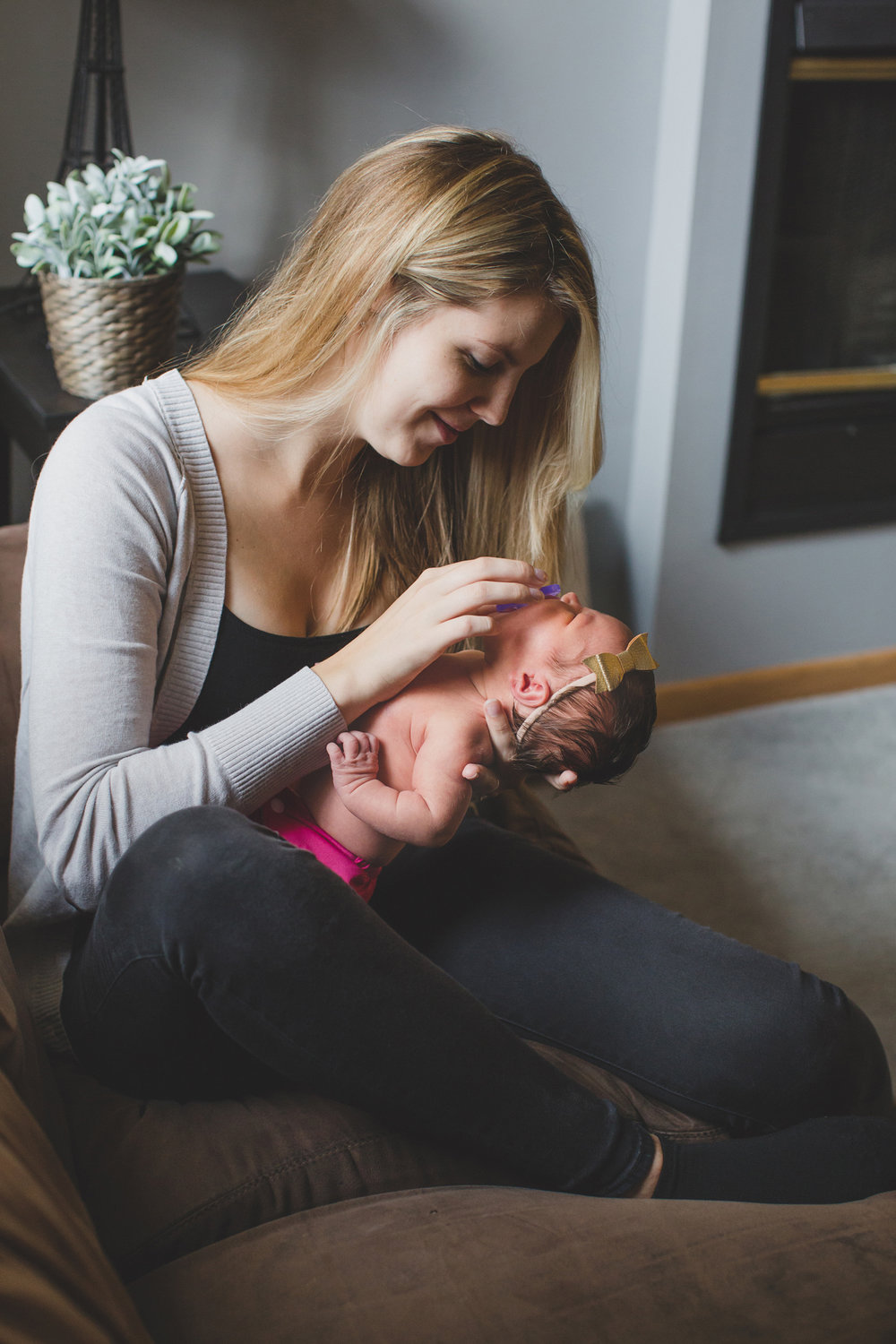 Tri Cities Washington lifestyle family photographer_Jordan Edens Photography_In home newborn session_newborn baby_lifestyle newborn session_family session_3