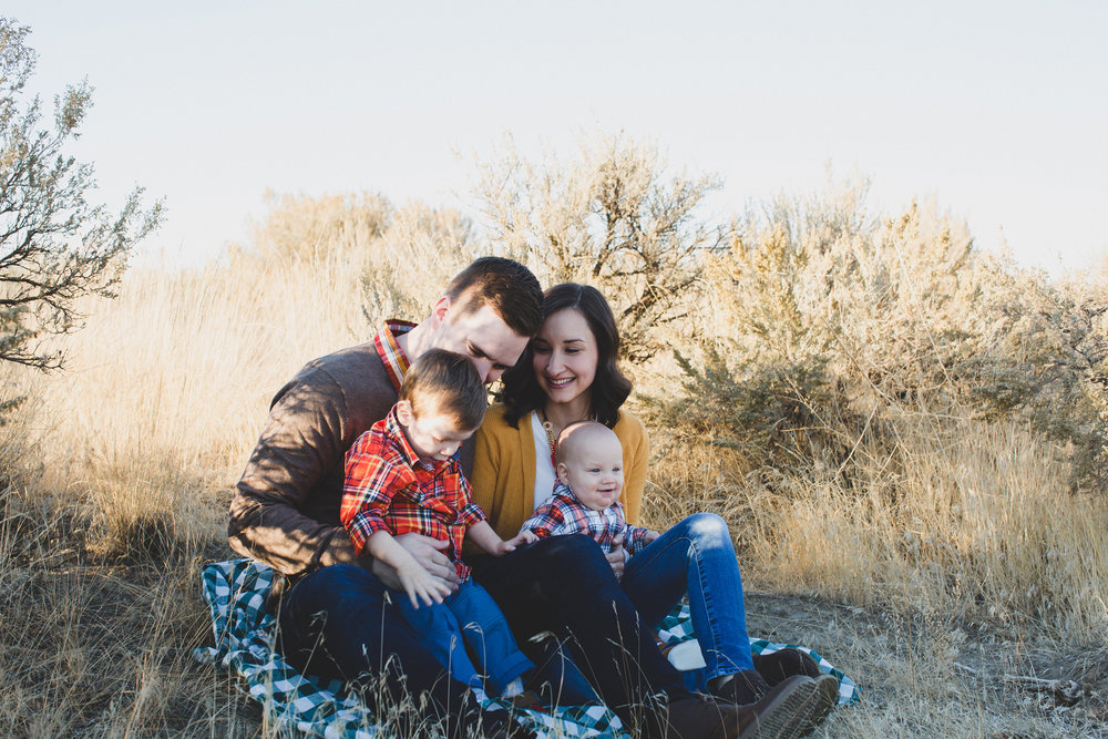 Tri Cities Washington family session_Wynne family_Candy Mountain West Richland_Family of four_Boy mom_Family photos_Fall family photos_fall outfits_OOTD_sage brush_Desert family session_sunset session_1